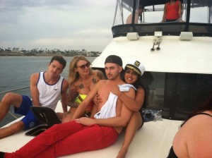 https://www.hamptonstohollywood.com/hamptons-to-hollywood/how-to-party-on-a-yacht/